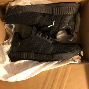 NMD R1 triple black / clear mint